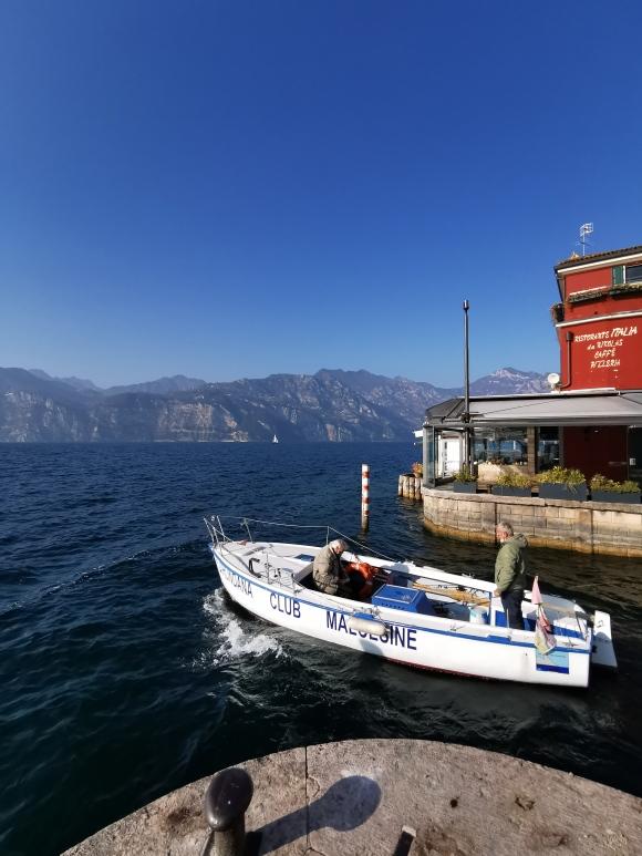 CUCCIOLODiRUSPA | Cielo e lago azzurro a Malcesine