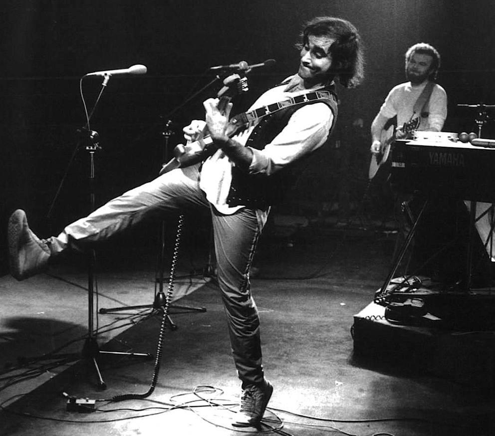 Chitarrista in bianco e nero